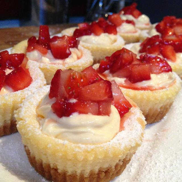 miniature_baked_cheesecakes